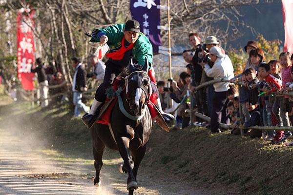 芳養八幡神社の秋祭(馬駆け)
